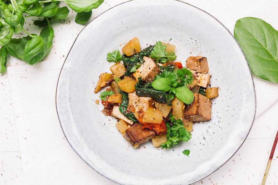 Aloo palak subzi indiano com tofu