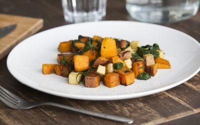 Batata doce e espinafre com curry e tofu